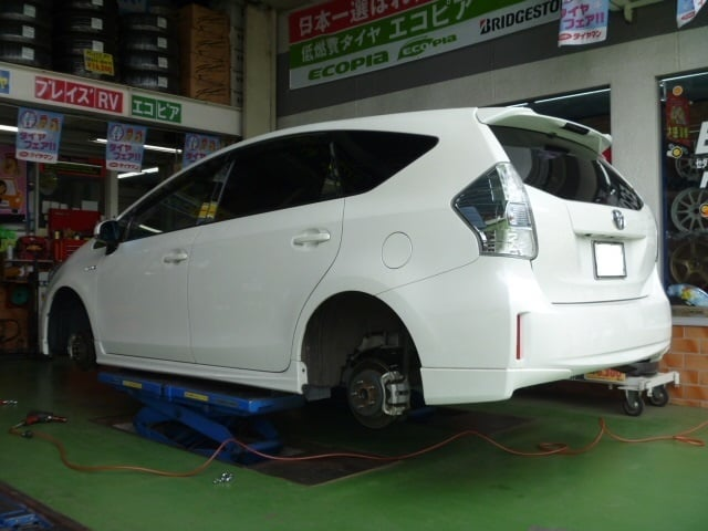Kokubunji Shi K Prius α. I Attached NEXEN N8000. TIRE SIZE: 225/40ZR19 93W  XL It Is Rearranging, Balance, Desorption, The Nitrogen Gas Filling Work Of  The ...